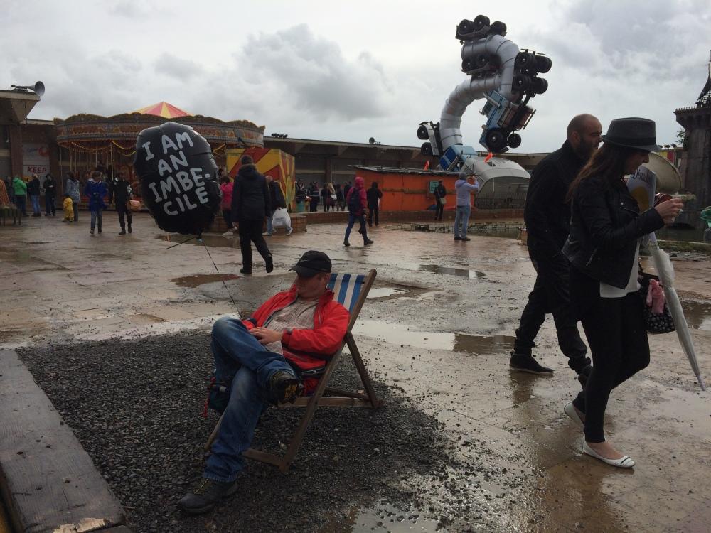 2015 08 24 16 16 34 - Fomos para Dismaland, o parque muito doido do Banksy